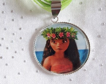 Green girl necklace from the islands of Polynesia