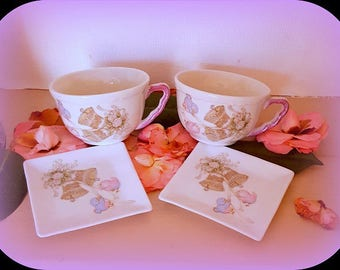 The 2 cups with Bell Bird motif and 2 saucers in porcelain