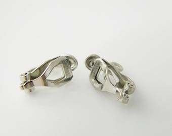 1 x pair (l380) 10mm silver plated clip on earrings