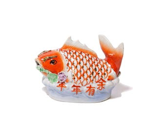 Chinese porcelain Carper fish decor