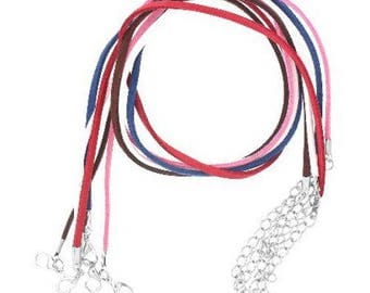 set of 8 necklaces in suede colours varieees, 45cm