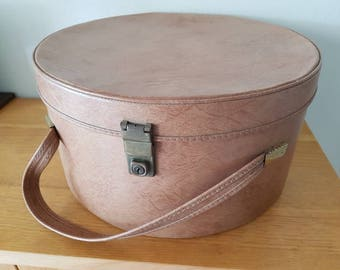 Vintage Hat Box/Regal/Vinyl Hat Box/Suitcase/Travel Bag/Shop Prop
