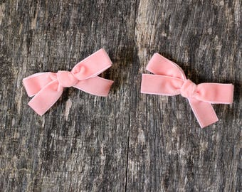 Pink velvet headband or clip, Valentine's day gift, new baby bow, piggy set, Hand tied velvet bow for baby, toddler or girls in pink