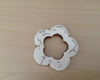 Flower color 30 mm white howlite bead