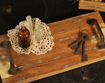 Vintage wood decorative serving and table tray!