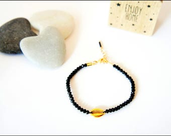 Pearls gold cowrie shell bracelet faceted black