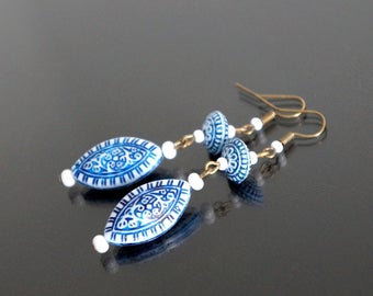 Earrings Oriental blue and white.