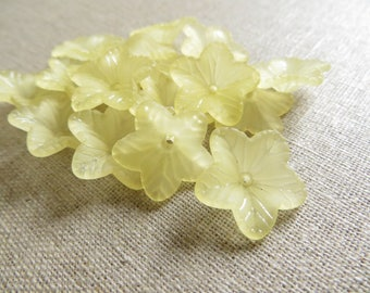 50 beads flower five petals yellow 17mm lucite