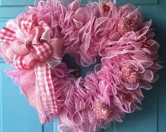 Valentine wreath ,Front door wreath, pink heart wreath, valentines wreath, mesh valentines wreath, Valentine heart wreath, Farmhouse wreath