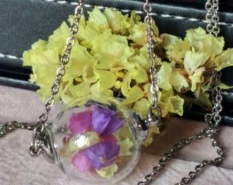 Real Flower Necklace / Collana con sfera di vetro e fiori