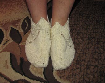 Hand knit slippers, light yellow slippers. Shipping worldwide from Ukraine.