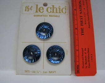le chic carded three blue plastic buttons