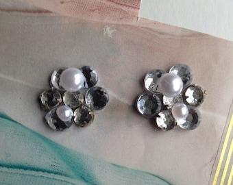 Rhinestone and pearl flower earrings