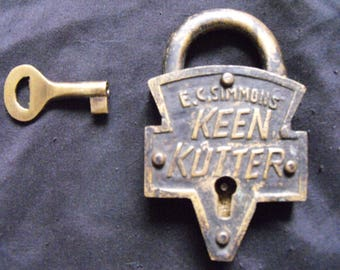 Functional Antique E.C. Simmons Keen Kutter padlock with Key