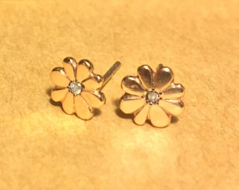 Hand-Crafted Solid 14k Yellow Gold Daisy Earrings with a Diamond Center