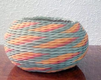 """3"""" basket in green,orange and red pattern"""