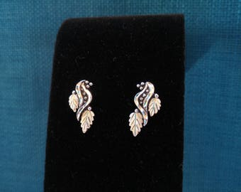 Sterling Silver Leaves Earrings- Etched Silver- Wheeler Manufacturing—South Dakota- Black Hills Gold Jewelry - Southwestern Jewelry - Leafy