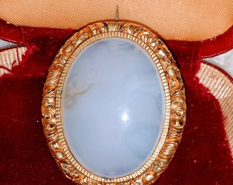 Beautiful antique victorian chalcedony pinchbeck gold brooch