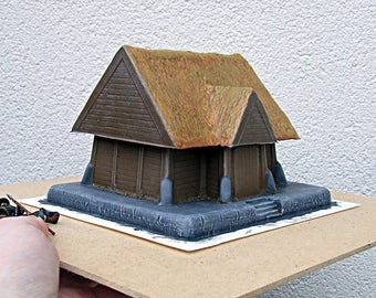 28mm - Wooden House, chimney and thatched roof  Pro-Painted