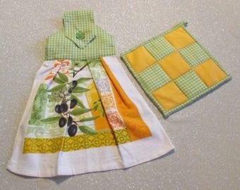 Tea Towel & Matching Pot Holder Set: Green and Olives