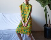 1960s psychedelic print shift dress / mod print midi dress / s / 2390d
