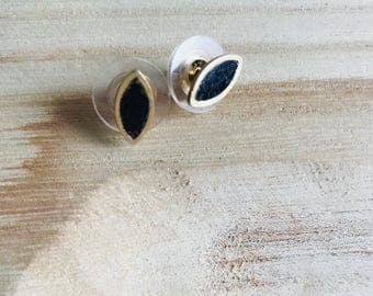 Crushed Onyx Stud Earring