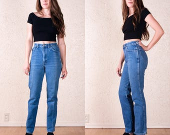 90's Chic High Waist Jeans 27. Tapered leg. Light wash.
