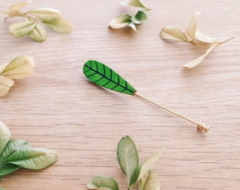 Leaf lapel pin . Wooden pin . Wooden brooch . Badge . Nature lover . Gift for Him . Bridegroom . Best man gift . Outdoor lover . Groom