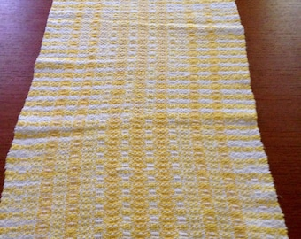 Handwoven table runner in Daisy cotton