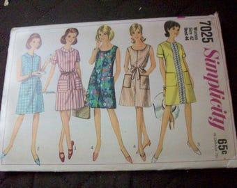 Simplicity 7025  Women Plus size dress sewing pattern