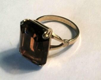 Avon Vintage Cocktail Ring Smoky Topaz Rhinestone Gold Tone Size 9 Statement