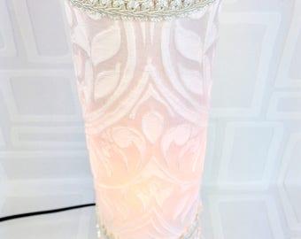 Lampe de table / veilleuse/ lampe blanche et crème/unique / fait main/éclairage/night light/home decor/les lampes de marie