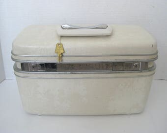 Vintage Samsonite Marbled Ivory Train Case With Key and Tray