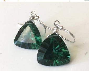20% off FLASH SALE, Trillionaire Earrings, Laser Cut Emerald Green