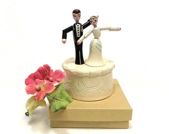 Vintage Wedding Couple Wooden Push Puppet Toy/ Dancing Bride and Groom on Cake
