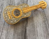 GUITAR BROOCH Excellent Condition Gold pin with clear RHINESTONES