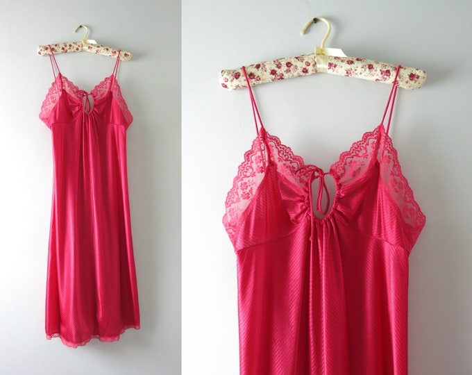 Vintage Pink Nightie | 1970s Raspberry Pink Keyhole Nightie M