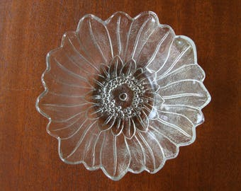 RADIANT SUNFLOWER: Vintage Indiana Glass Early American Prescut Candy / Serving Bowl; Detailed Flower Bloom; Crystal Clear, Holds 20 ounces