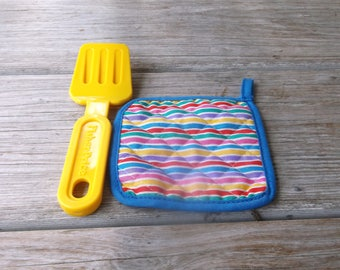 1987 Fisher Price Fun with Food Pot Holder and Spatula