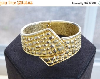 ON SALE Pretty Vintage Gold tone Clamper Bracelet (AD1)