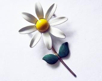 Vintage Daisy Enamel Flower Pin