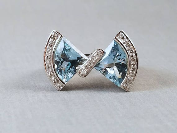 Signed Bellarri modern estate 18K white gold 6 carat fancy cut aquamarine and diamond statement bow designer ring, size 9.5