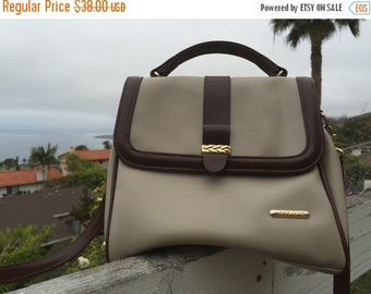 40% OFF The Vintage Liz Claiborne Tan Crossbody Hand Bag