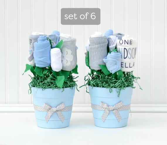 Boy baby shower ideas baby boy shower centerpieces unique for Baby clothesline decoration baby shower