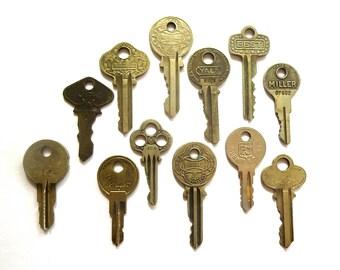12 keys Key collection Vintage key with writing Antique keys Old house keys Old keys Interesting antique keys Brand name keys A1 #10