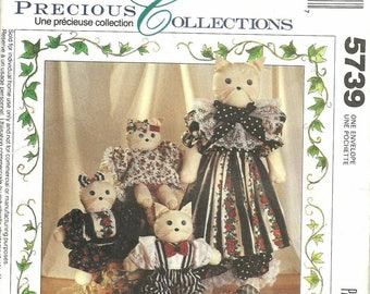 Uncut Sewing Pattern, 27 inch Mama Cat, 12 inch kittens, McCall's Crafts 5739, Precious Collections, Stuffed Animal, Doll Clothes, Family of