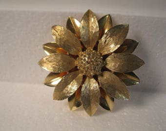 Sara Coventry large gold flower brooch