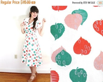 ON SALE 50s Dress / 1950s Novelty Print Dress / 1950s White Leaf Print Dress