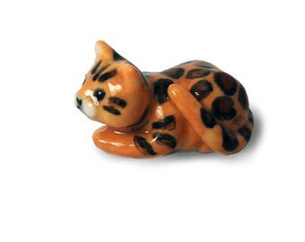 Porcelain Miniature ceramic bengal cat figurine hand crafted miniature kitten totem nst