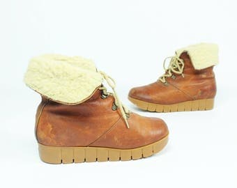 70s Lined Leather Winter Boots Lace Up Hiking Ankle Platform Vintage 1970s Womens Size 10 Cobbies
